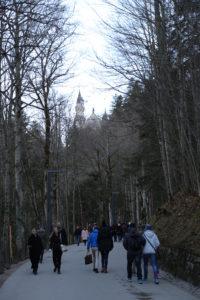 La strada per il castello Il castello di Neuschwanstein.