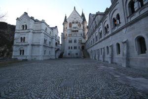 Il castello di Neuschwanstein - il cortile interno.
