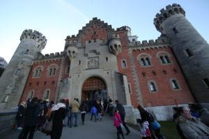 Il castello di Neuschwanstein - l'ingresso.