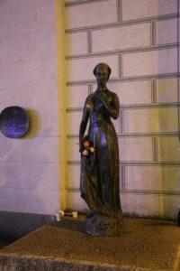 Anche qui la statua di Giulietta.