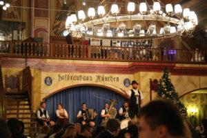 Hofbrauhaus, la più antica e rinomata birreria di Munchen (interno).