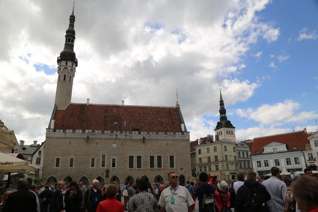 Tallinn, piazza del Municipio.