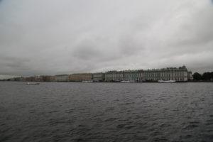 San Pietroburgo, l'Ermitage si affaccia lungo la Neva