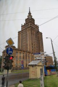 """Riga, questo palazzo, fatto costruire da Stalin, viene ironicamente chiamato """"La torta di Stalin"""""""
