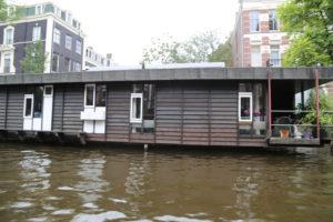 Una casa galleggiante.
