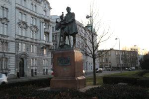 Il monumento a G. Raphael DONNER.