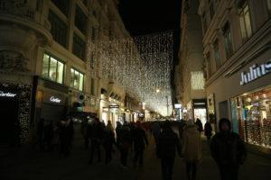 Per le strade di Vienna la sera dell'ultimo dell'anno.