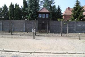 La recinzione di filo spinato.