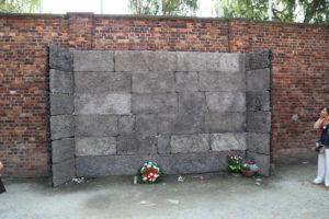 Il muro delle fucilazioni.