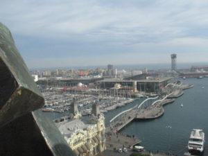 Vista da sopra il monumento a Cristoforo Colombo.