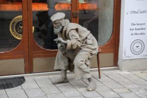 Un'altra statua