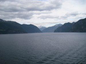 Navigazione lungo il fiordo di Geiranger.