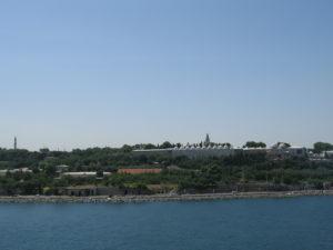 Il Palazzo Topkapi visto dal Bosforo.