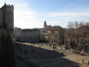 La piazza davanti il palazzo dei Papi