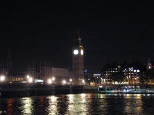 Westminster vista dal Tamigi.