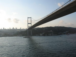 Uno dei ponti che attraversano il Bosforo.