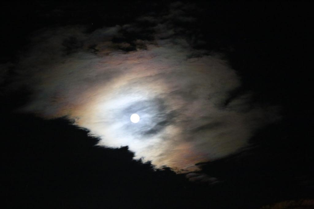 Matera, la luna timidamente si nasconde.