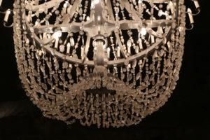 La bellissima cappella (particolare di un lampadario in cristalli di sale).