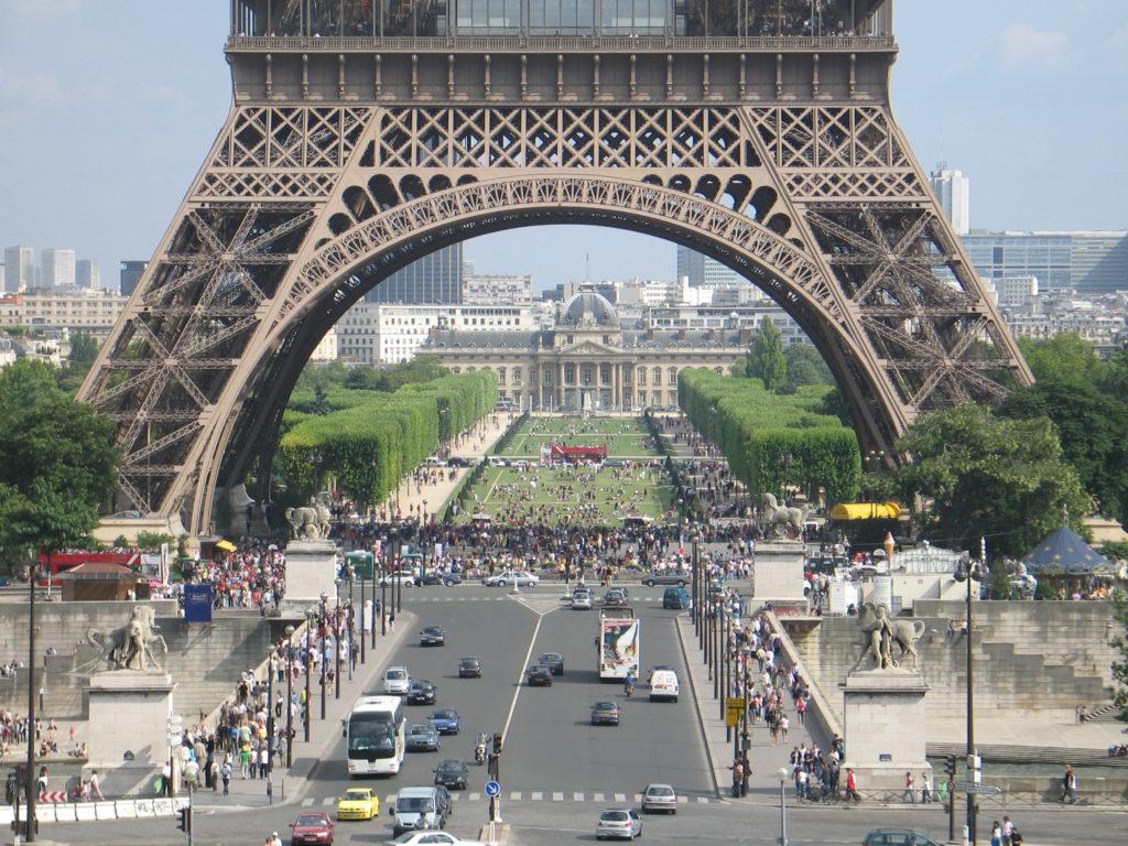 Parigi, la Torre Eiffel vista dal Trocadero.