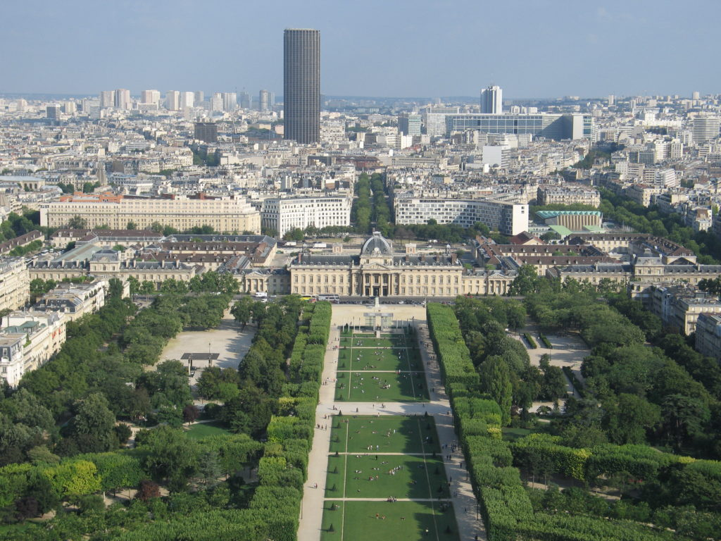 I Campi di Marte e Montparnasse visti dalla cima della Torre Eiffel.
