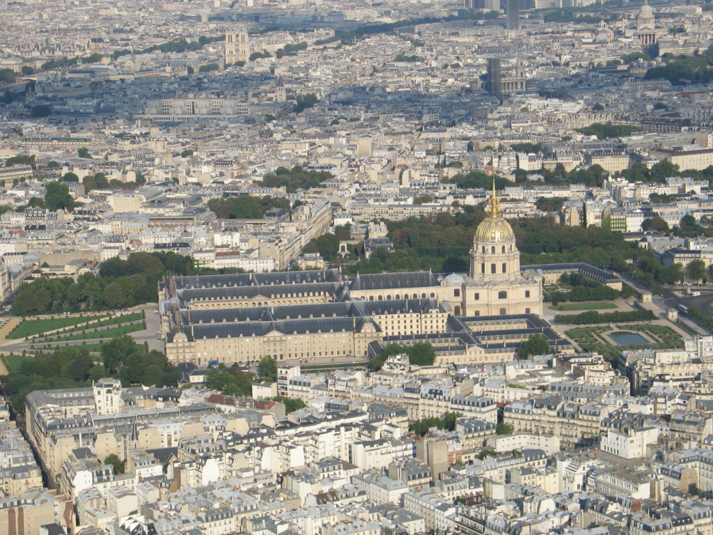 Les Invalides visto dalla cima della Torre Eiffel.