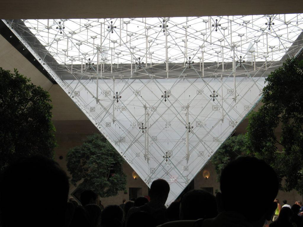 Pyramide inversa du Carrousel.