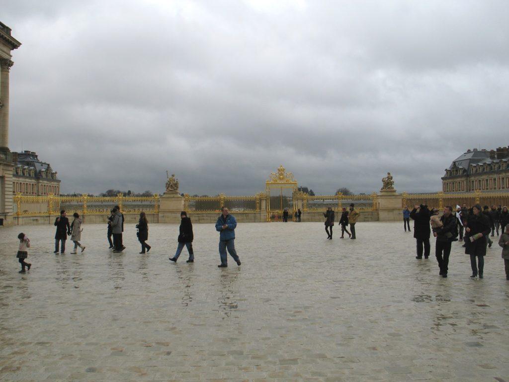Versailles, la piazza davanti il Castello.