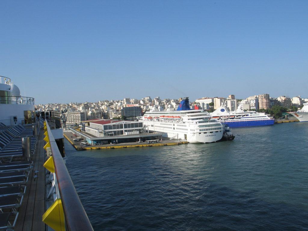 Il porto del Pireo.