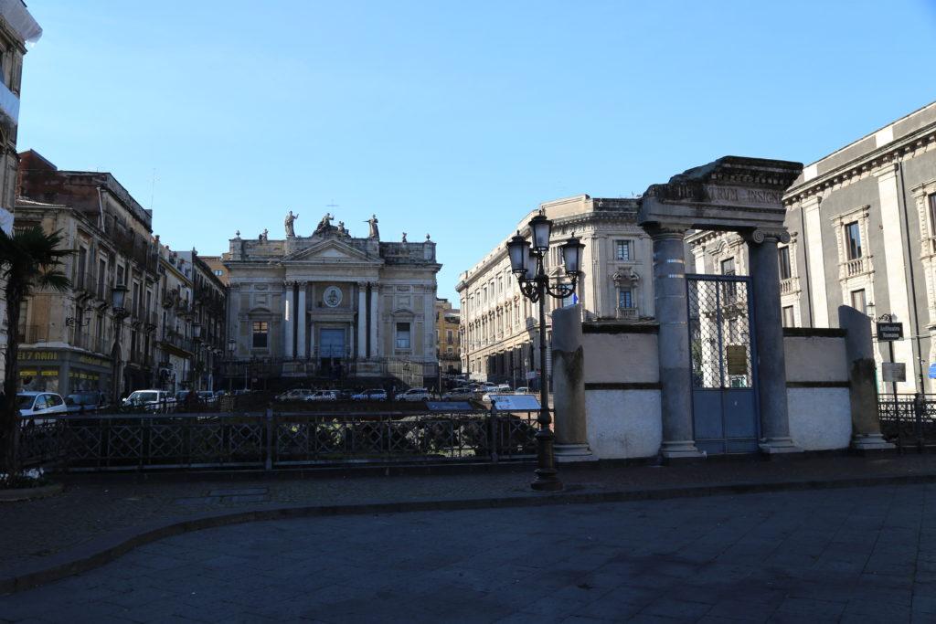 Piazza Stesicoro, anfiteatro romano e chiesa di San Biagio.