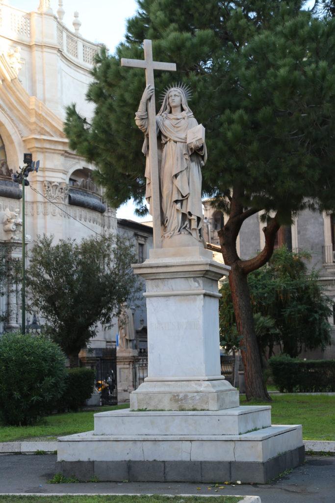 Piazza del Duomo - Statua di Sant'Aga