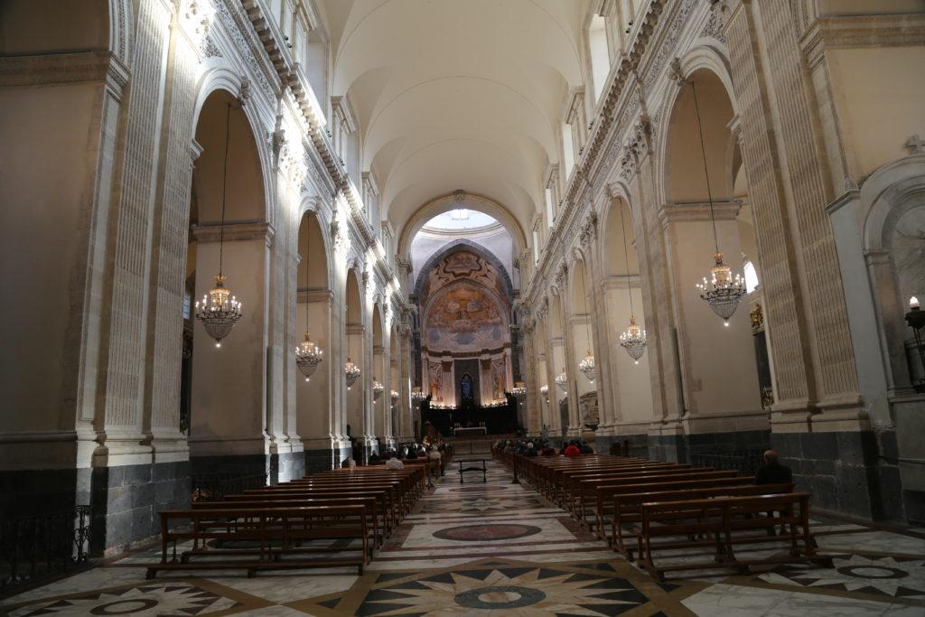 Interno della cattedrale di Sant'Agata.