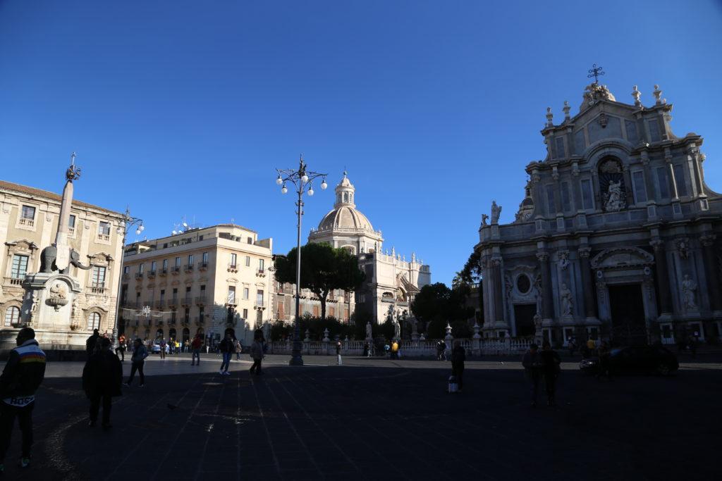 Piazza del Duomo e fontana dell'elefante.