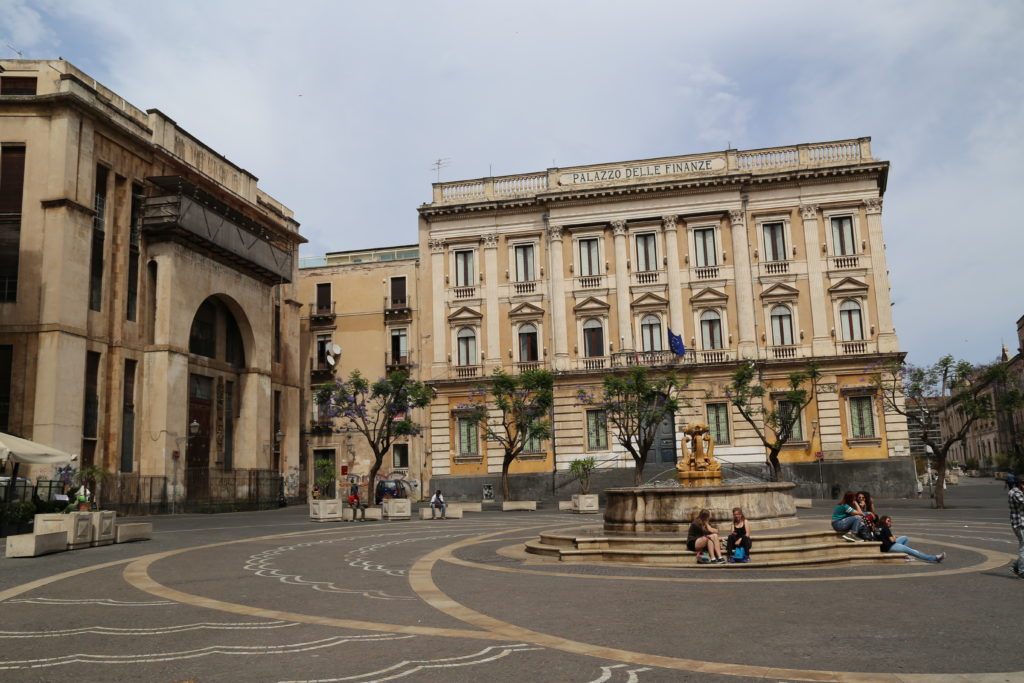 Piazza Vincenzo Bellini.