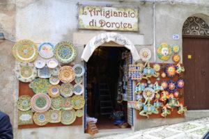 Un negozio di souvenir