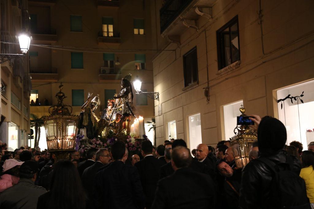 L'ascesa al Calvario - ne cura l'uscita l'itero popolo.