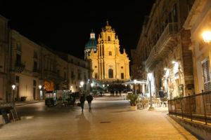 Ragusa Ibla - Piazza Duomo e Duomo di San Giorgio.