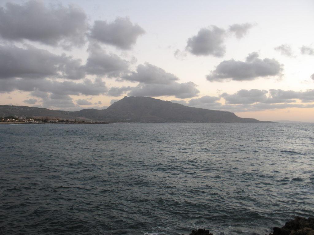 Monte Erice visto dalla La Baia di Cornino.