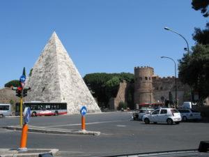 Porta San Paolo e Piramide di Caio Cestio.