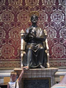 Basilica di San Pietro, la statua di S. Pietro.