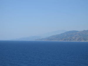 Attraversando lo stretto.... l'Etna in lontananza.