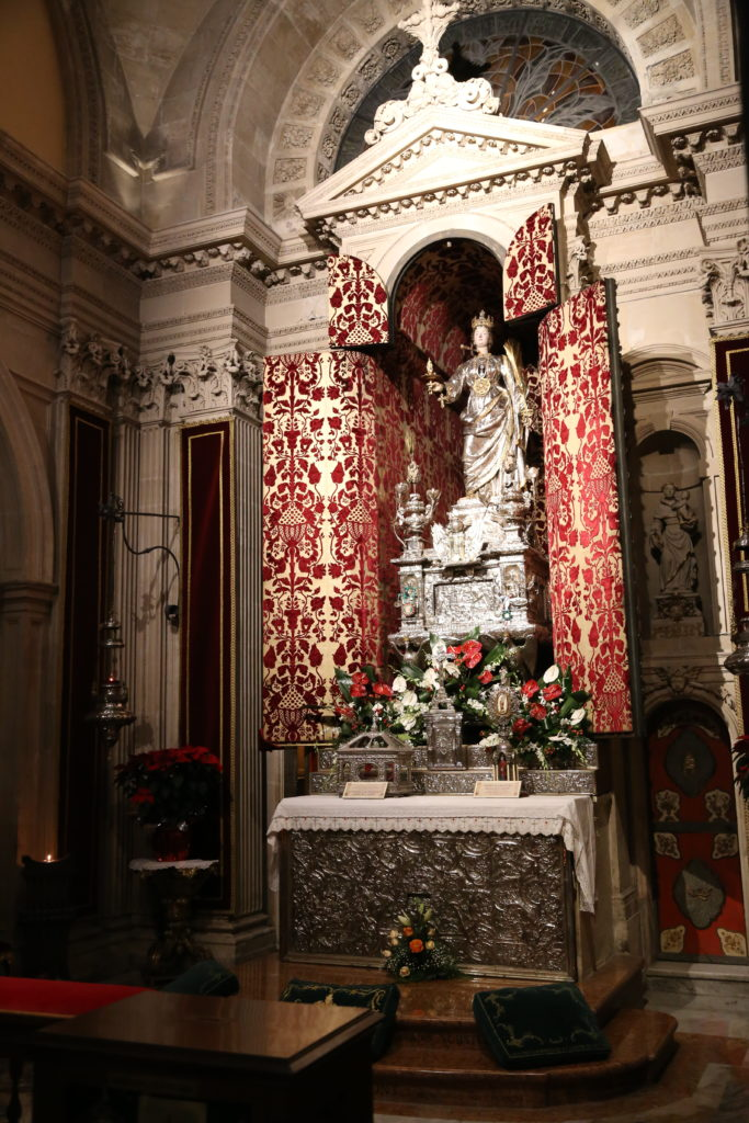 Isola di Ortigia, il Duomo - Statua di S. Lucia.