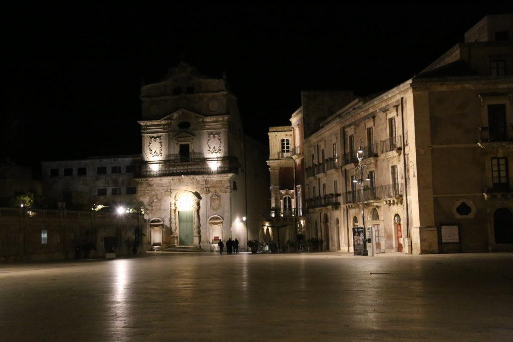 Piazza Duomo e Chiesa di Santa Lucia alla badia.