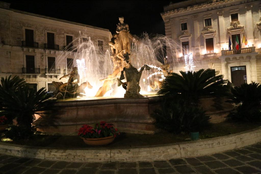 Isola di Ortigia, Fontana di Artemide.