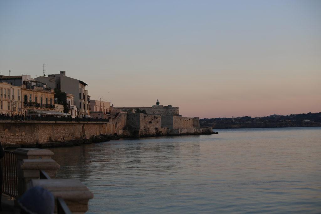 Isola di Ortigia, Lungomare Alfeo.