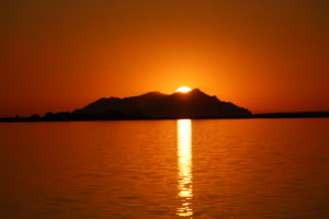 Il sole stà per tramontare dietro Marettimo - Egadi (TP).