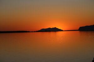 Il sole appena tramontato dietro Marettimo - Egadi (TP).