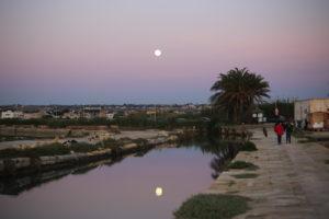 C'era la luna nel pozzo.... c'è la luna nel canale.