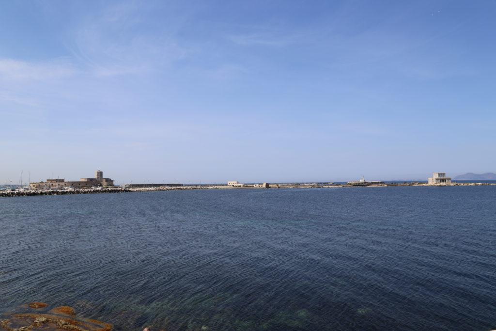 La Colombaia, sullo sfondo le Egadi