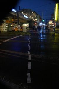 Alexanderplatz - A Berlino ecco come dipingono le strisce stradali dopo aver bevuto birra.