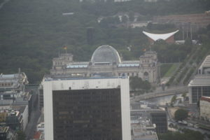 Palazzo del Reichstag visto dalla torre della televisione.